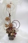 Kompozycje florystyczne z kwiatów żywych i suszonych, w tym: